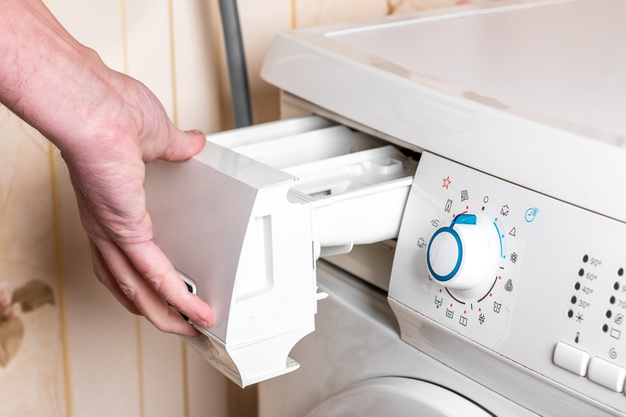 membersihkan mesin cuci