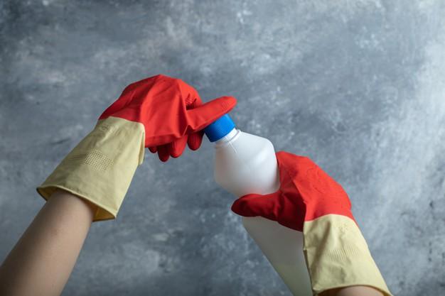 Mencuci Baju Putih