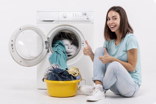 menggunakan jasa laundry