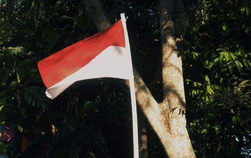 mencuci bendera 17-an