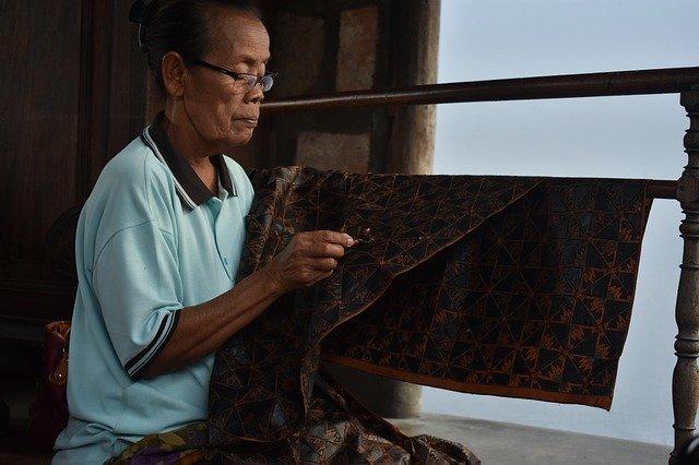 merawat kain batik